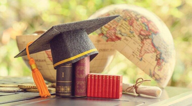 Study in India vs Study Abroad, Which is the better option?